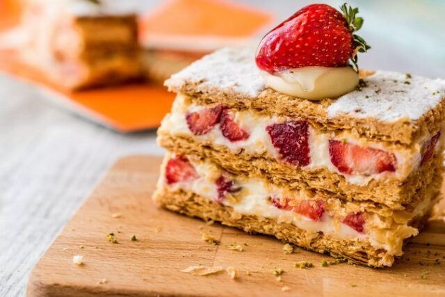 Recette Dessert : Mille-feuille aux fruits rouges
