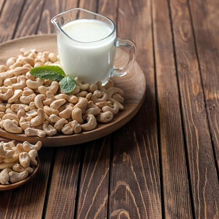 Consommez du lait de noix du cajou c'est bon pour la peau et les cheveux